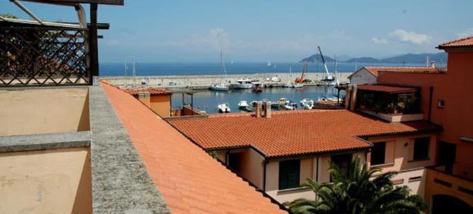 Appartamento sul porto di Marciana Marina con terrazza e vista mare