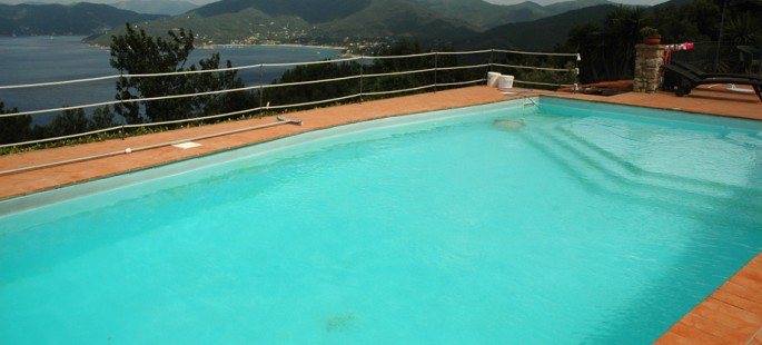 Villa con piscina e vista mare