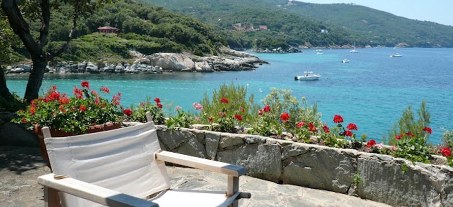Villa sulla scogliera con discesa diretta al mare