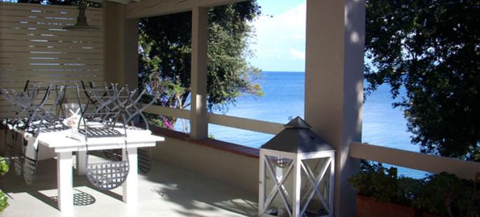 Procchio – Villa a picco sul mare discesa diretta sulla scogliera.
